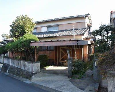 【売買】600万円 長崎県島原市小山町 窓から有明海と街並みが見える 広い庭付き住宅